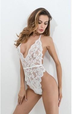 Красиво дантелено боди в бяло