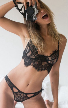 Бюстие и изрязани бикини в черно